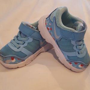 Nike unisex shoes sz 4C